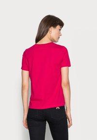 Calvin Klein - SMALL NECK  - Basic T-shirt - red - 2