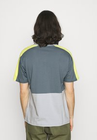 New Balance - Print T-shirt - light cyclone - 2