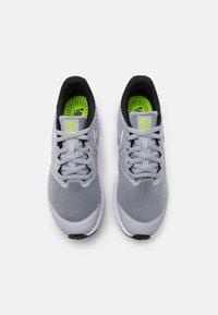 Nike Performance - STAR RUNNER 2 UNISEX - Laufschuh Neutral - wolf grey/white/black/volt - 3