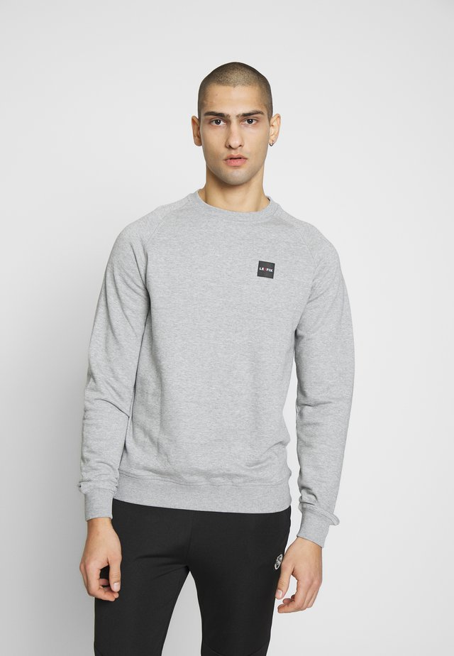 PATCH CREW - Sudadera - grey melange