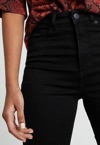 Monki - OKI - Slim fit jeans - black deluxe - 4