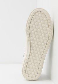 Vans - OVERT CC - Skate shoes - true white/grey - 4