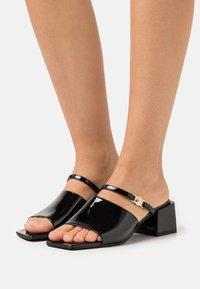 Versace Jeans Couture - Mules à talons - black - 0