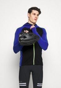 Mons Royale - TRAVERSE FULL ZIP HOOD - Training jacket - ultra blue/black - 4