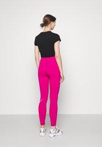 Nike Sportswear - FUTURA - Leggings - fireberry/white - 2