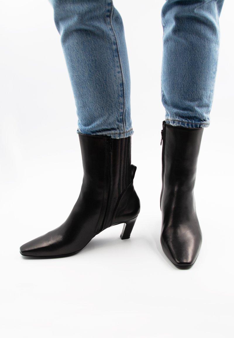 LEYLO i'ELUA - KIAH - Korte laarzen - schwarz