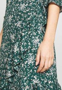 Wallis - DITZY FLORAL RUFFLE FLUTE DRESS - Day dress - green - 4