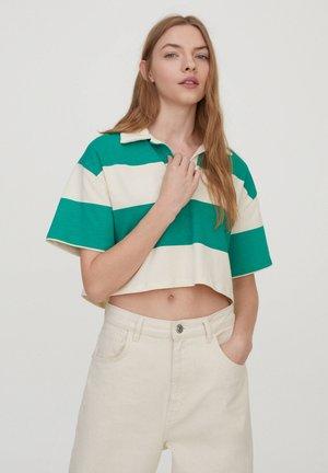 MIT BREITEN STREIFEN - Polo shirt - white
