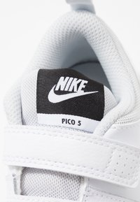 Nike Performance - PICO 5 UNISEX - Sports shoes - white/pure platinum - 2