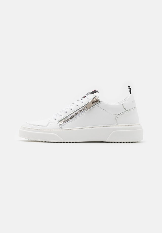TOKEN - Sneakersy niskie - white
