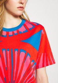 Marimekko - CREATED KUUSIKKO APPELSIINI - T-shirt print - bright blue/orange/pink - 5