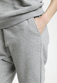 Culture - CUVEGA - Tracksuit bottoms - grey melange - 3