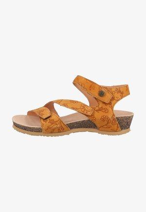 Sandály na klínu - caramel 3010