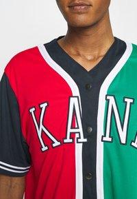Karl Kani - COLLEGE BLOCK BASEBALL - Skjorta - red - 3