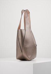 PARFOIS - SET - Handbag - silver - 5
