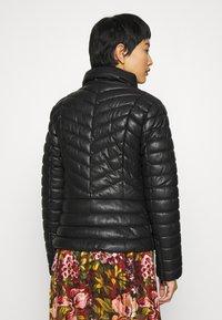 Liu Jo Jeans - IMBOTTITO OVATT CORT - Faux leather jacket - nero - 2