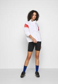 Nike Sportswear - LIGHTWEIGHT JACKET - Lett jakke - white/track red/black - 1