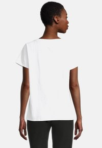 Cartoon - CASUAL SHIRT MIT RUNDHALSAUSSCHNITT - Print T-shirt - white/copper - 2