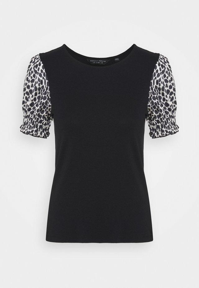ANIMAL PUFF SLEEVE TEE - T-shirt z nadrukiem - black