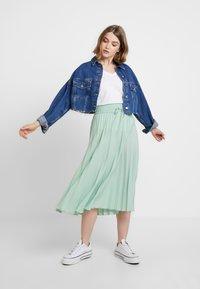 Miss Selfridge - PLEATED ELASTICATED WAIST - A-snit nederdel/ A-formede nederdele - green - 1