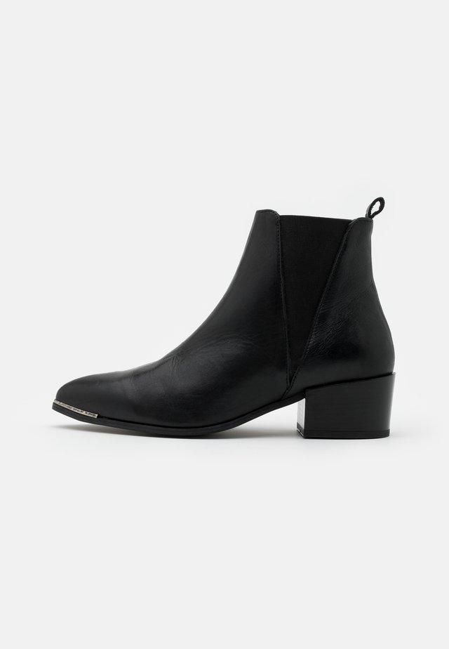 KAREN  - Korte laarzen - black