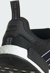 adidas Originals - NMD_R1 - Sneakersy niskie - core black dust purple core black - 9