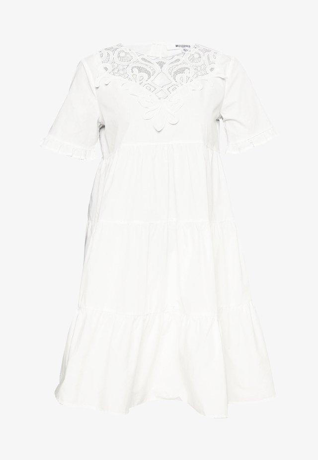 POPLIN SMOCK DRESS - Denní šaty - white