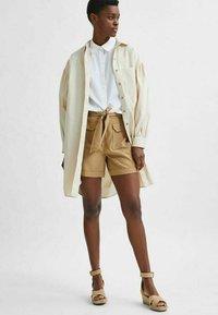 Selected Femme - TENCEL LYOCELL - Shorts - beige - 4