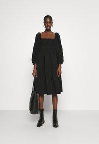 ARKET - Denní šaty - black - 1