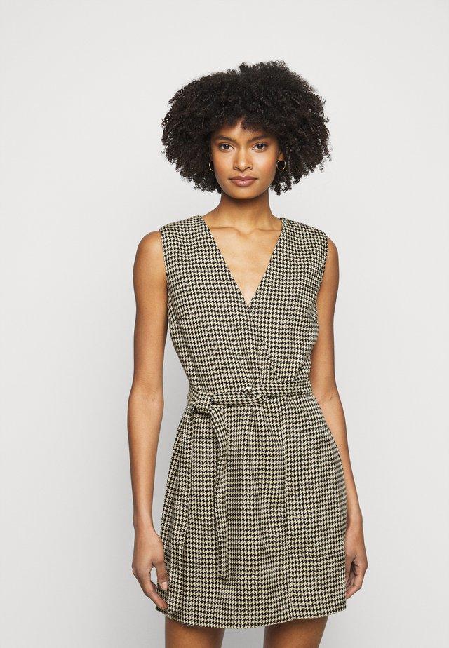WRAP DRESS - Robe fourreau - brown