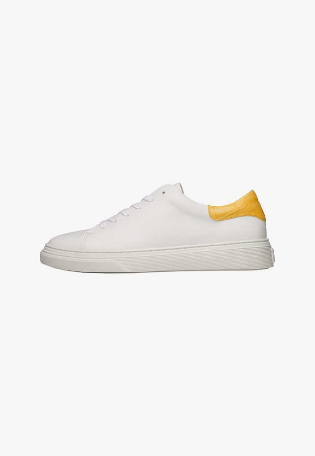 SOPHIA  - Sneakers laag - weiß / gelb