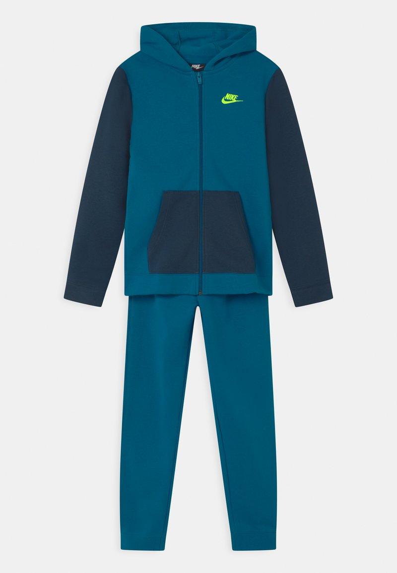Nike Sportswear - CORE SET - Chándal - green abyss/deep ocean/volt