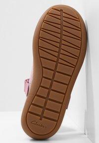 Clarks - FLASH STRIDE  - Ankle strap ballet pumps - dusky pink - 4