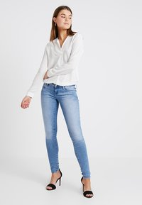 ONLY - ONLCORAL - Jeans Skinny Fit - light blue denim