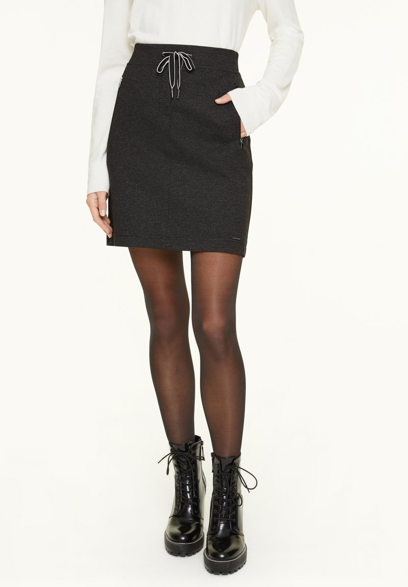 comma casual identity - MIT HERRINGBONE-MUSTER - A-line skirt - black heringbone