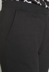 Even&Odd - 2 PACK - Pantalones deportivos - black/light grey - 6