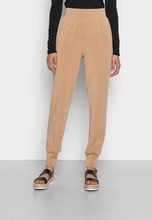 SLFTENNY PANTNOOS - Teplákové kalhoty - tannin