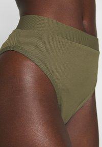 NA-KD - STRUCTURED HIGH WAISTED BOTTOM - Bikinibroekje - burnt olive - 4