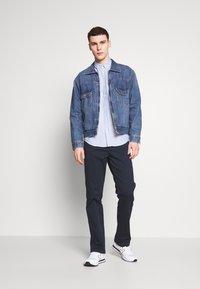 Wrangler - TEXAS - Jeans straight leg - navy - 1