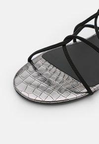 TWINSET - FLAT - Sandals - nero - 6