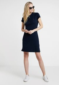 Tommy Hilfiger - HERITAGE SLIM DRESS - Sukienka letnia - midnight - 1