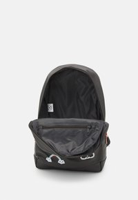 Kidzroom - BACKPACK MILKY KISS PATCH PERFECT UNISEX - Batoh - grey - 2