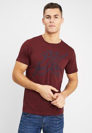 OPTION - Print T-shirt - burgundy