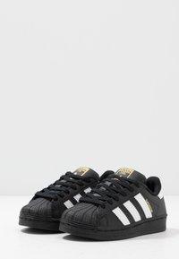 adidas Originals - SUPERSTAR - Sneakers laag - core black/footwear white - 3