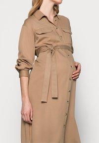 Pieces Maternity - PCMGEROMA MIDI SHIRT DRESS - Shirt dress - warm taupe - 3