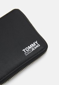 Tommy Jeans - ESSENTIAL WALLET UNISEX - Wallet - black - 4