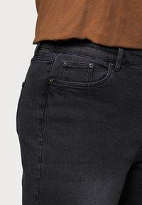 Vero Moda Curve - VMJOANA MOM - Relaxed fit jeans - black - 4