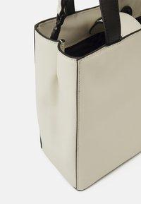 Liebeskind Berlin - PAPERBAG - Across body bag - chalk - 3