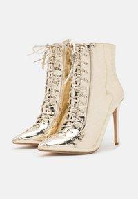 BEBO - SAVIOUR - Kotníková obuv na vysokém podpatku - gold - 2