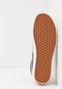 Vans - STYLE 36 - Sneakersy niskie - mango mojito/black - 4